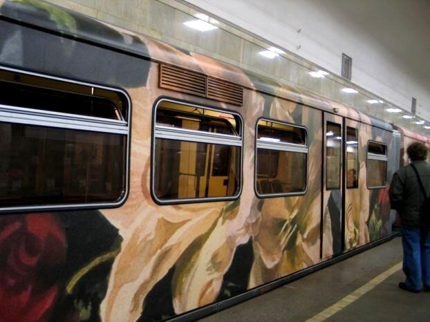 «Поезд-акварель» в Московском метро (17 фото)
