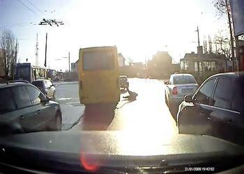 Водитель маршрутного автобуса не заметил бабку
