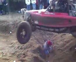 Идиот-фотограф на гонках Baja