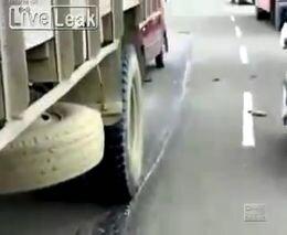 Велосипед против грузовика