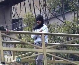 Террорист с гранатой