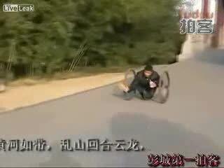 Необычная инвалидная коляска