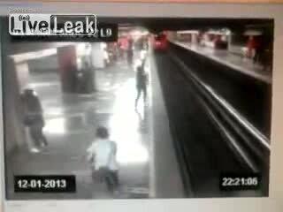 Бросилась под поезд