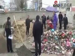 Строитель убил полицейского мотыгой