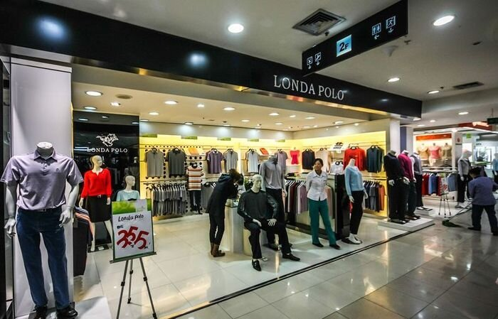 Китайский торговый центр с подделками (16 фото)