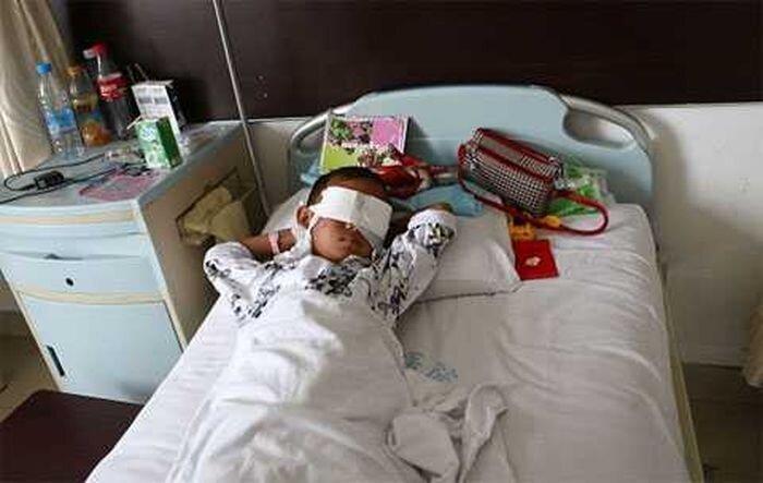 Торговцы органами украли у шестилетнего мальчика глаза (5 фото)
