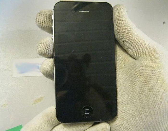 Что-то iPhone не заряжается...