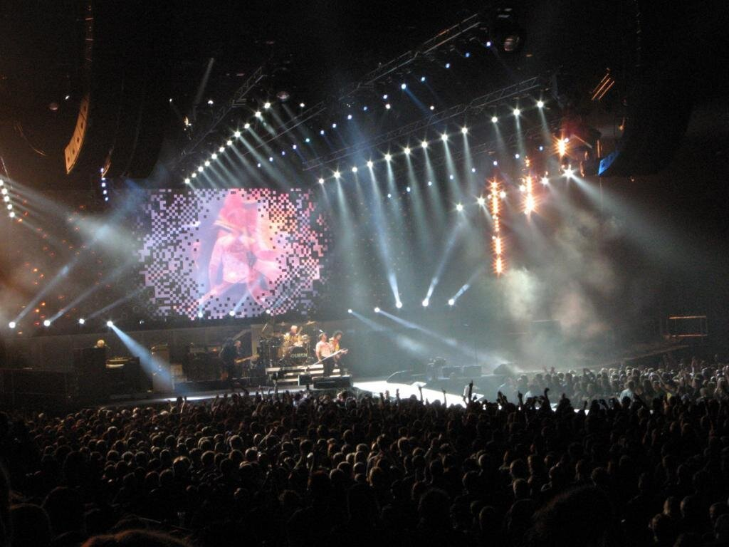 Amazing Stage Shows: Queen