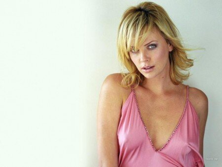 What is Charlize Theron's Secret? от mick за 05 dec 2012