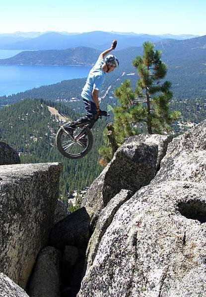 For Some People Mountain Biking is not Extreme Enough, So They Unicycle  от Marinara за 14 feb 2013
