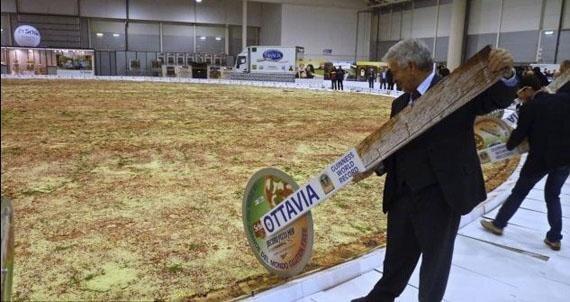 I Want My Pizza EXTRA Large!