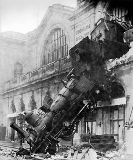 Amazing Train Wrecks in Pictures