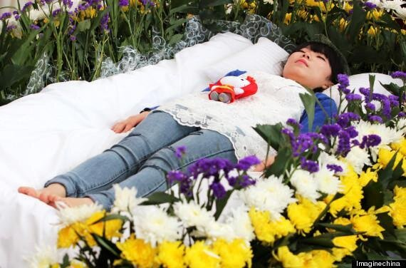 Chinese Student Zeng Jia Fakes Funeral To Enjoy Life