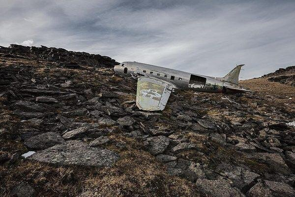 """""""Happy End"""" - Photos Of Aircraft Crash Sites Where No One Died"""