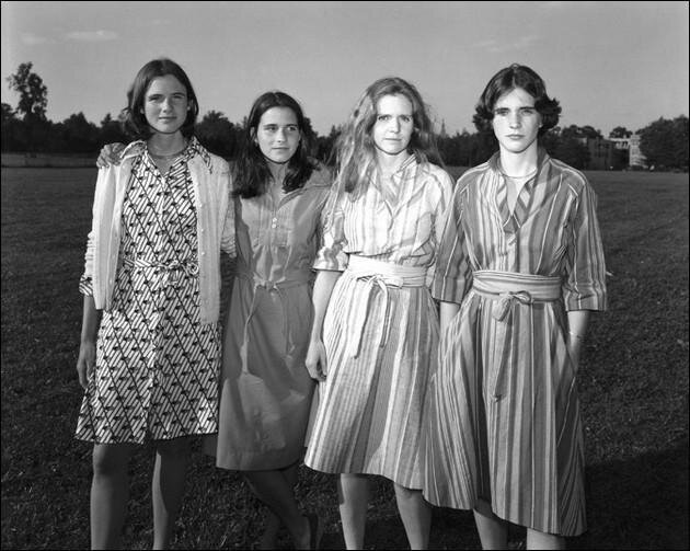 The Brown Sisters, Portraits of 4 Sisters Taken Every Year For 36 Years от Marinara за 02 may 2013