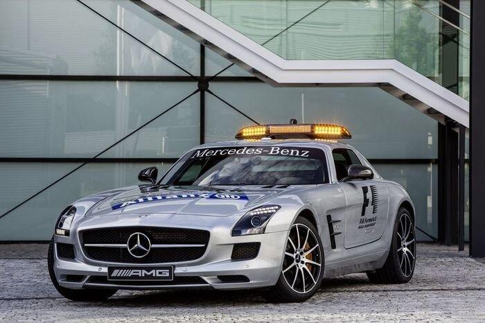 Safety Car Mercedes-Benz SLS AMG обновили для Гран-при Сингапура (8 фото)