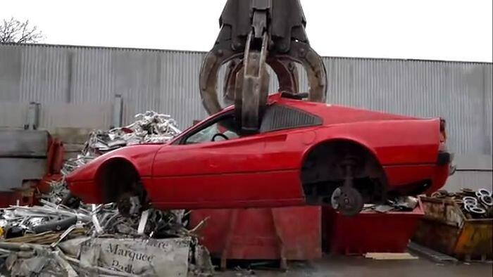 Ножом по сердцу: утилизация раритетной Ferrari  (видео)