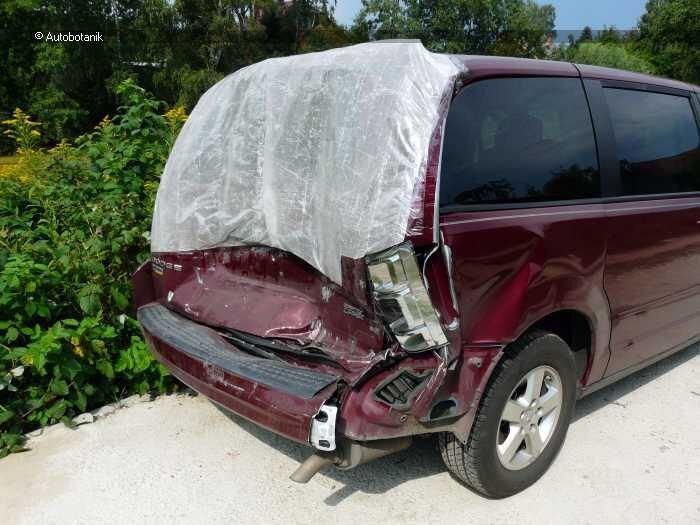 Восстановление Dodge Caravan после удара под зад (110 фото)