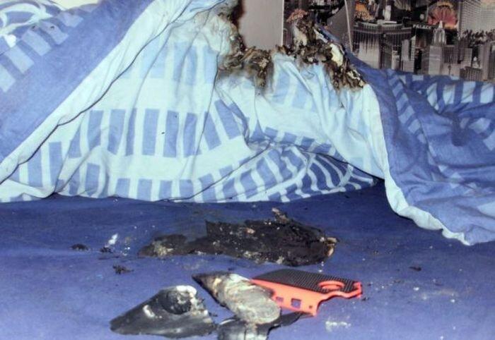 Взрыв мобильного телефона (7 фото)