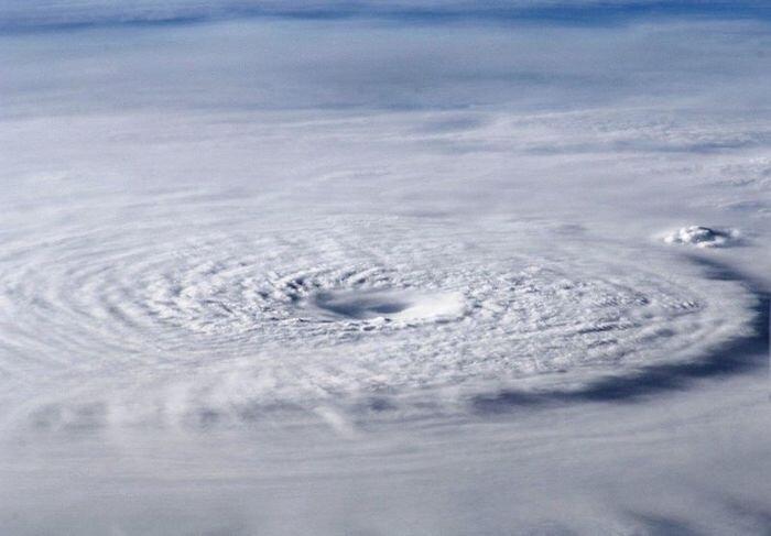 Тайфун Бофа (8 фото)