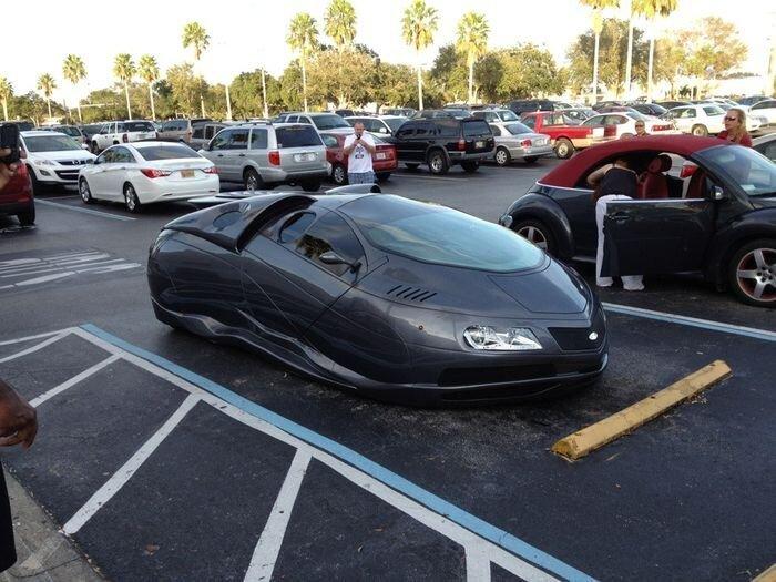 Необычный авто на обычной стоянке (9 фото)