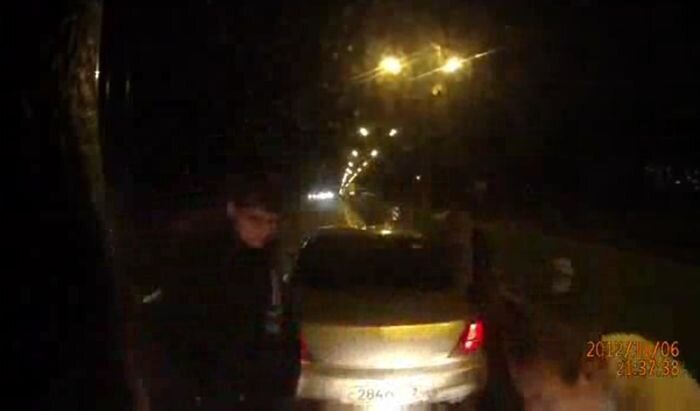 Дерзкое нападение на водителя дальнобойщика (видео)