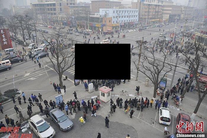 ЧП на перекрестке в Китае (8 фото)