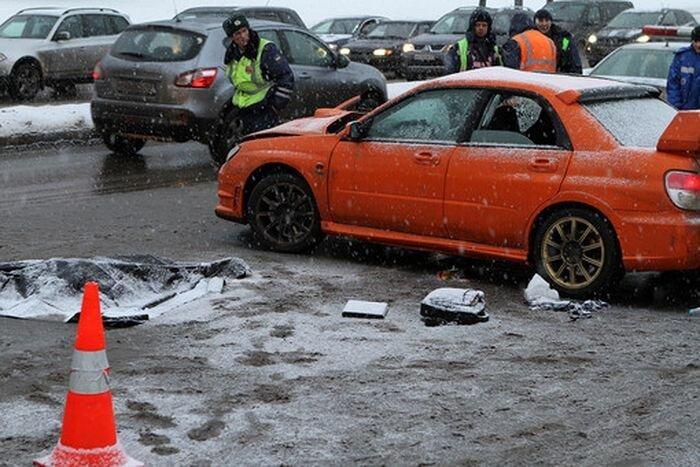 Пьяный автогонщик задавил двух женщин на своем Subaru (4 фото+2 видео)