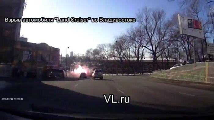 Во Владивостоке на дороге взорвался Land Cruiser 80 (18 фото+4 видео)