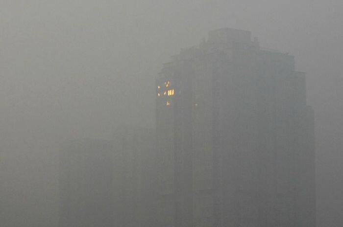 Пекин окутан смогом (12 фото)