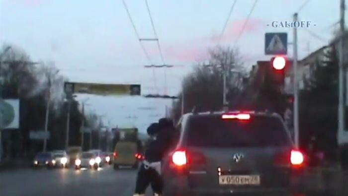 Лихач, протащивший гаишника, арестован на 15 суток (видео)