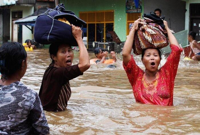 Наводнение в Джакарте (5 фото)