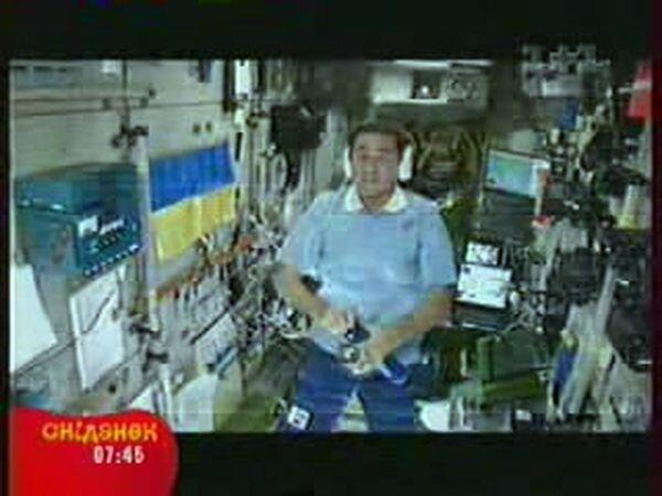 Водку в космосе... Пьют! (видео)