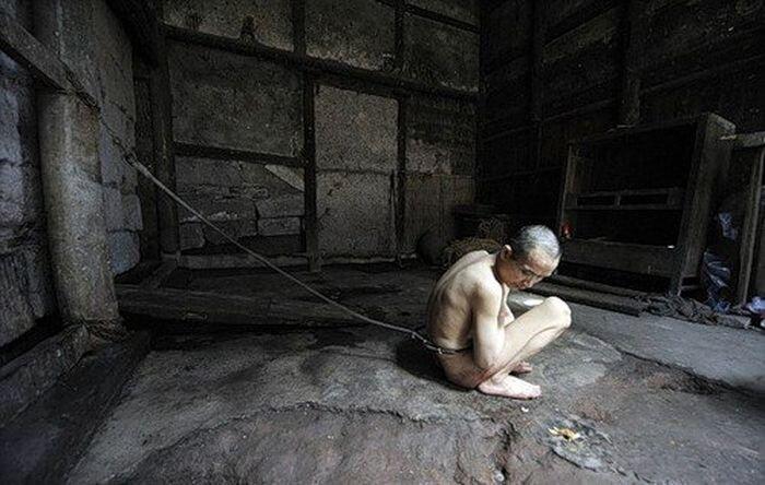 Чрезвычайно жестокое наказание (3 фото)