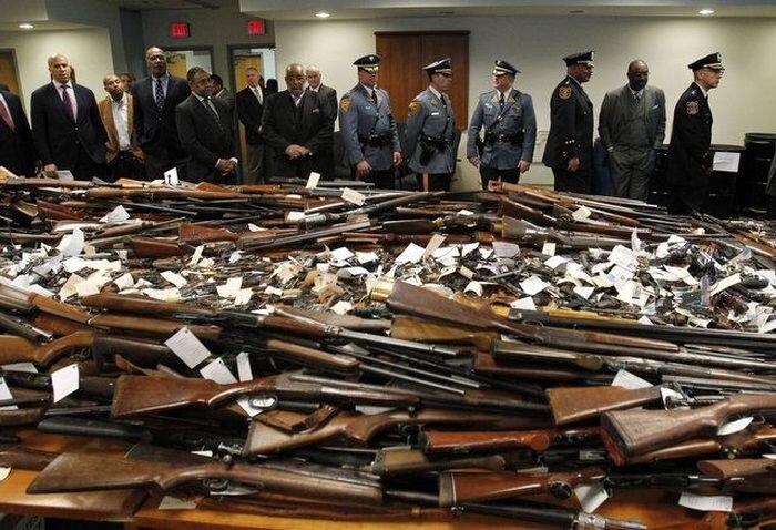 Скупка оружия у населения в США (14 фото)