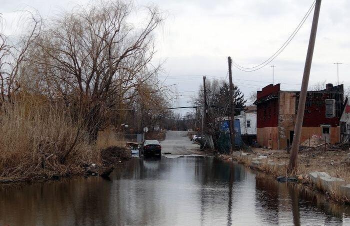 Дыра на границе двух районов Нью-Йорка (36 фото)