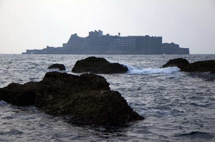 Хасима - пристанище призраков (18 фото)