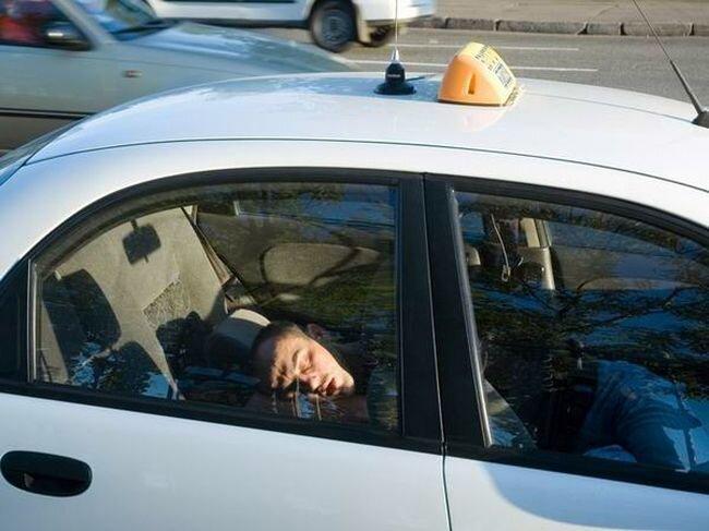 За что увольняются таксисты (2 фото)