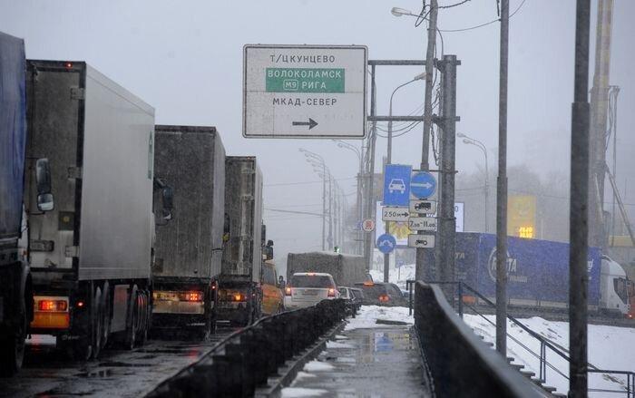 Собянин предложил штрафовать грузовики на МКАДе на 5 тысяч рублей (текст)