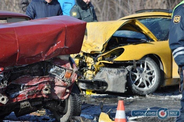 Участковый за рулем Porsche протаранил ВАЗ 2105 (10 фото)