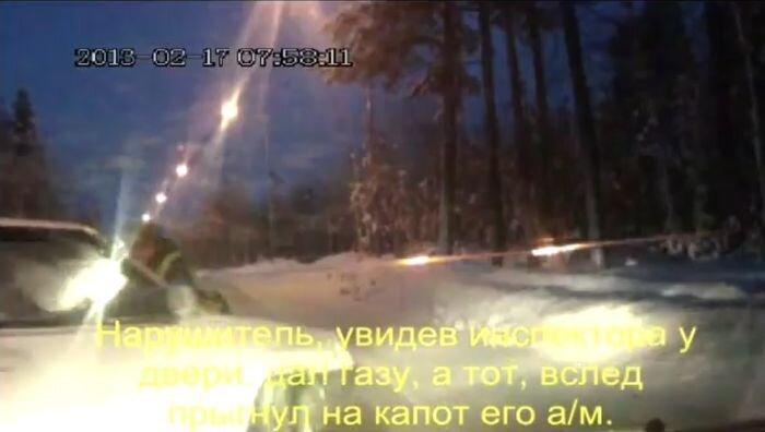 Преследование нарушителя с инспектором ДПС на капоте (видео)