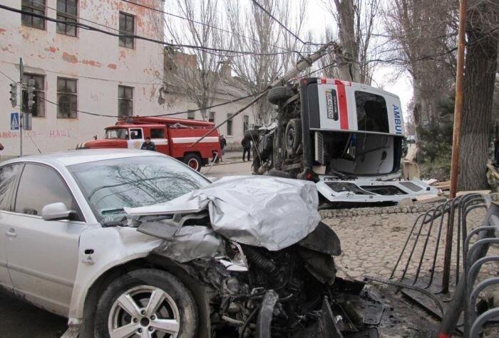 В Феодосии сотрудник СБУ протаранил машину скорой помощи (6 фото+2 видео)