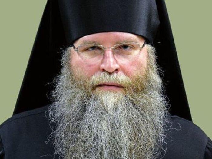 Ничего святого: у епископа Муромского Нила угнали Lexus GX 460 (4 фото)