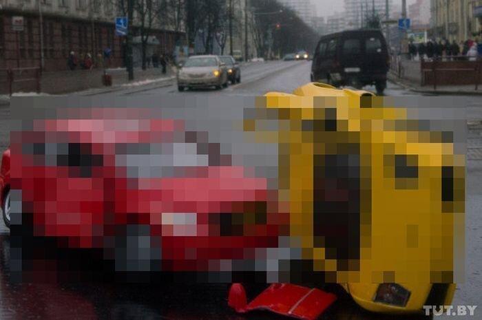 В центре Минска разбили Lamborghini Murcielago (4 фото)