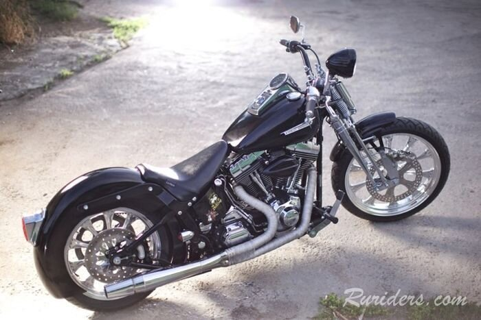 Постройка кастомного байка из Harley Davidson (13 фото)