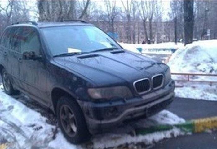 Суровое наказание за неправильную парковку (2 фото)