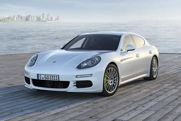 Porsche показала обновленную Panamera