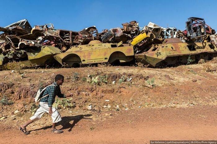 Кладбище военной техники в Эритрее (37 фото)