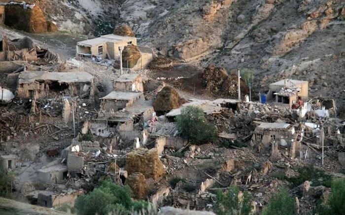 Землетрясение в Иране (10 фото + 2 видео)