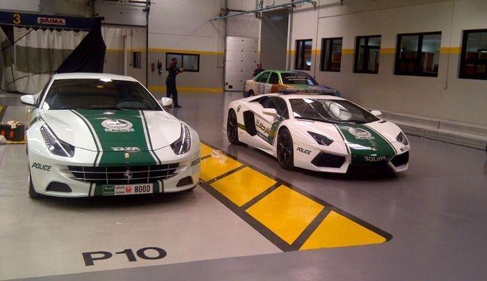 Полиция Дубая получила Ferrari FF. (8 фото)